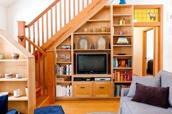 Шкаф под стълбите: Всеки сантиметър ни е ценен