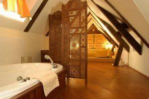 Баня в мансардата: Пълен комфорт на тавана
