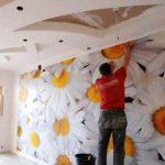 Съвети за лепене на тапети по трудните места:  Декорация на стени, без нито една гънка