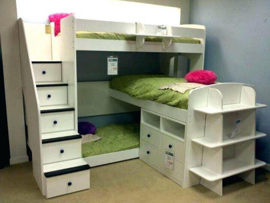 Три легла в една детска стая