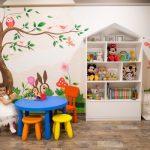 Приказната детска стая на Ванеса с люлка под звездите