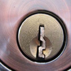 Ключът се счупи в ключалката: Сигурни начина да го извадите