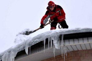 Сняг на покрива: Съвети и препоръки как бързо да свалите преспите
