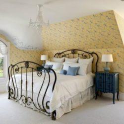 Легло от ковано желязо: Красиви идеи за спалня във всеки стил
