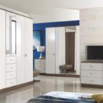 9 практични решения за гардеробна в малката спалня